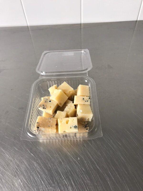 Confezione di misto preparato erborinato di latte vaccino