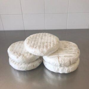 Formaggio piattona di latte vaccino italiano